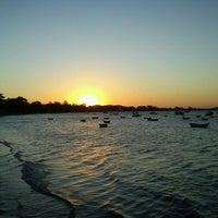 Foto tirada no(a) Praia de Manguinhos por Gabriel L. em 11/19/2012