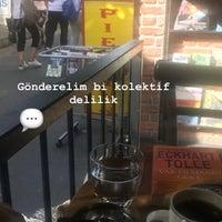 Photo prise au Nostalji Kitap & Kahve par Soydan Z. le8/11/2018