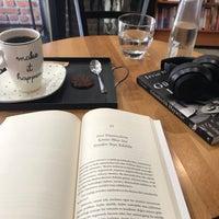 Photo prise au Nostalji Kitap & Kahve par Soydan Z. le6/3/2018