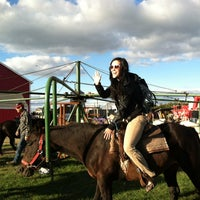 Photo taken at Klackle's Orchard by Dana F. on 10/13/2013
