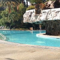 Foto tirada no(a) The Mirage Pool & Cabanas por Shirley B. em 11/28/2012