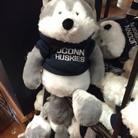 Photo taken at UConn Bookstore by Cindy Z. on 12/18/2016
