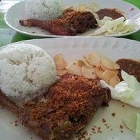 Photo taken at Restoran Pinang by Harith on 9/20/2013
