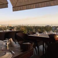 Das Foto wurde bei Shababik Restaurant von Tareq Q. am 7/23/2015 aufgenommen