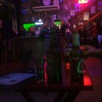Foto tirada no(a) Gas Station Pub por Sah ^. em 6/26/2016