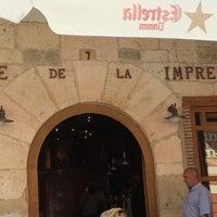 Photo taken at Café De La Imprenta by Raúl A. on 7/5/2014