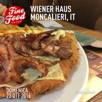 Foto scattata a Wiener Haus da Dee il 10/23/2016