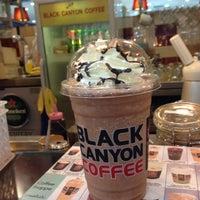 Photo taken at Black Canyon Coffee by Porsche_Simon (. on 4/4/2017
