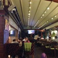 10/1/2013 tarihinde Erdinçziyaretçi tarafından Hisarönü Cafe'de çekilen fotoğraf
