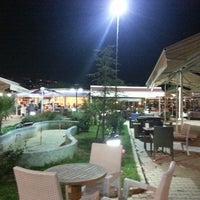 9/30/2013 tarihinde Ergün Y.ziyaretçi tarafından Green Garden Cafe & Restaurant & Nargile'de çekilen fotoğraf