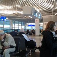 Foto tirada no(a) Terminal A por Andrejs G. em 10/10/2013