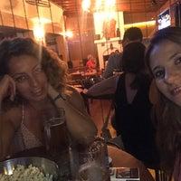 9/15/2017 tarihinde Pınar C.ziyaretçi tarafından Poison Pub'de çekilen fotoğraf
