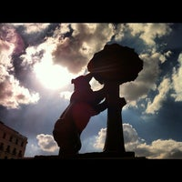Photo taken at Estatua del Oso y el Madroño by Tarsys P. on 9/23/2012