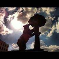 Снимок сделан в Estatua del Oso y el Madroño пользователем Tarsys P. 9/23/2012