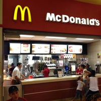 Photo taken at McDonald's Multicentro by Ovi V. on 2/27/2014