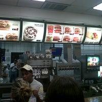 Foto tirada no(a) McDonald's por Fabricio R. em 1/10/2013