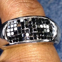 Photo taken at Reis-Nichols Jewelers by Lamon S. on 10/4/2013