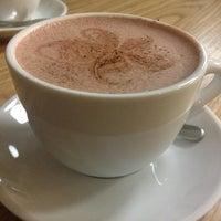 Photo prise au Double B Coffee & Tea par Svetlana A. le3/4/2014