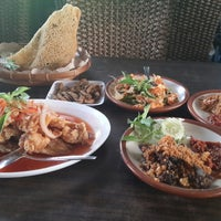 Photo taken at Ayam Penyet Lombok Ijo by Sakoentala R. on 11/17/2013