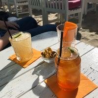 Foto tomada en Beachbar Clapotis por Charlotte P. el 9/29/2018