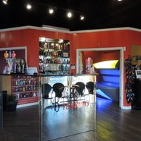 Photo taken at Bella Bronz Tanning Salon by Bella Bronz Tanning Salon on 8/11/2013