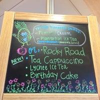 Photo taken at The Coffee Bean & Tea Leaf by ♥️Ƙҽ ժ. on 6/27/2013