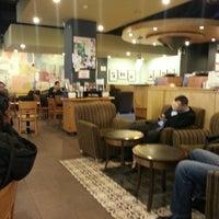 2/12/2014 tarihinde Kenan Mete İstanbulziyaretçi tarafından Starbucks'de çekilen fotoğraf