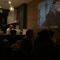Foto tirada no(a) Pizzeria Defina por K M. em 3/18/2016