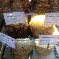 4/6/2013 tarihinde Mary L.ziyaretçi tarafından Firehook Bakery'de çekilen fotoğraf