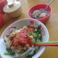 Photo taken at Bakmi Ayam Jamur Cik Moel by Kezia L. on 5/11/2014