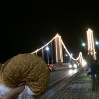 Foto scattata a Chelsea Bridge Burger da Najla M. il 8/24/2014