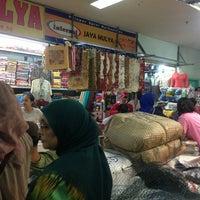 Photo taken at Pusat Grosir Surabaya (PGS) by Adi R. on 1/24/2013