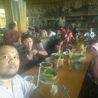 7/10/2016 tarihinde Diana R.ziyaretçi tarafından SAMBARA Sajian Sunda Grage City Mall Cirebon'de çekilen fotoğraf