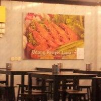 Photo taken at Restoran Ayam Penyet Jawa by Ease T. on 1/26/2013