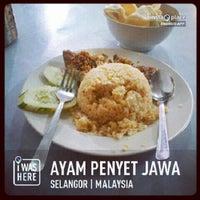 Photo taken at Restoran Ayam Penyet Jawa by Ease T. on 2/1/2013