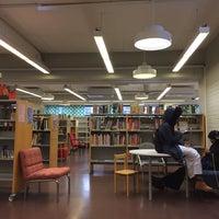 Photo taken at Länsimäen kirjasto by Roman P. on 1/31/2017