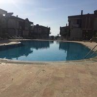 Photo taken at Akarsu Villaları Havuz Başı by Sevil A. on 9/18/2016