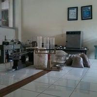 Photo taken at Laboratorium Mekanika Tanah by Lenna H. on 5/31/2013