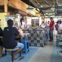Photo taken at Medan Selera Seksyen 15, Shah Alam by Hairul ®. on 2/12/2013