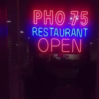 Das Foto wurde bei Pho 75 von Pranav V. am 12/9/2012 aufgenommen