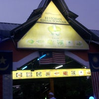 Photo taken at Restoran Ilham Tomyam by Faz N. on 8/18/2013