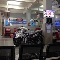 Photo taken at Yamaha Brilyan Motor by Ryan S. on 3/4/2014