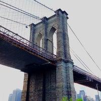 Foto tomada en Puente de Brooklyn por Natalya el 5/17/2013