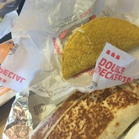 Photo taken at Taco Bell by Luzie E. on 7/31/2016