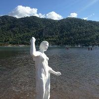 รูปภาพถ่ายที่ Kız Kumu Plajı โดย Verda A. เมื่อ 9/17/2013