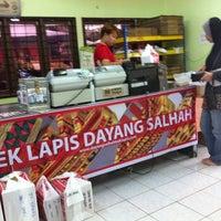 Photo taken at Kek Lapis Dayang Salhah by Tf T. on 3/31/2013