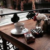 รูปภาพถ่ายที่ The House Café โดย Serkan D. เมื่อ 10/18/2013