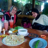 Photo taken at Rumah Makan Saung Jembar by Agus A. on 8/14/2013