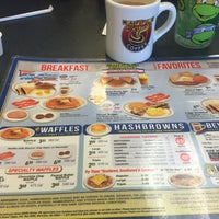 Photo taken at Waffle House by Guldem on 7/28/2015