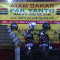 Photo taken at Ayam Bakar Genther by Herry M. on 3/21/2015